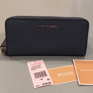 Michael Kors Travel Continental Jetset Wallet
